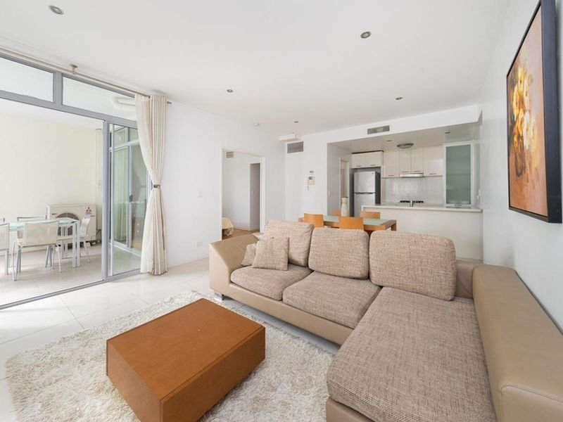 Modern Spacious Apartment In Great Location