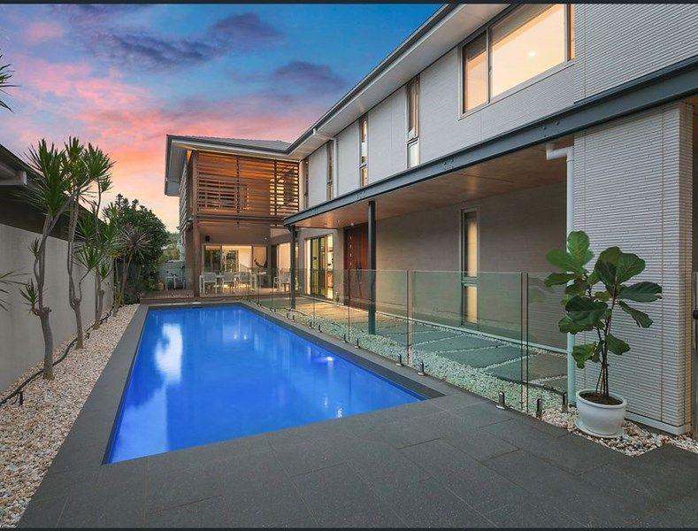 Striking family home within minutes to beach
