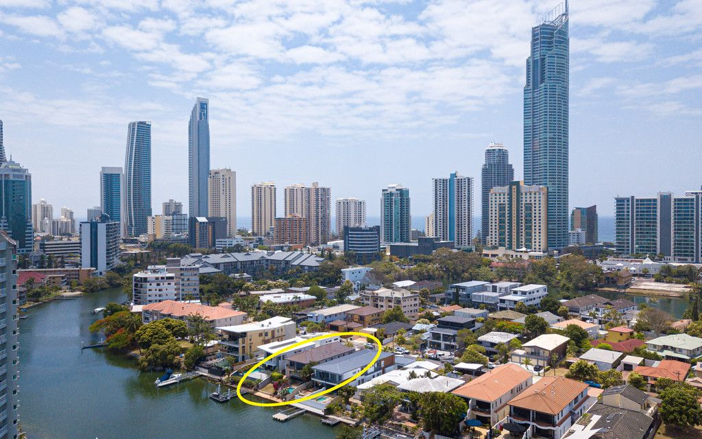 Island Living in the heart of Surfers Paradise!